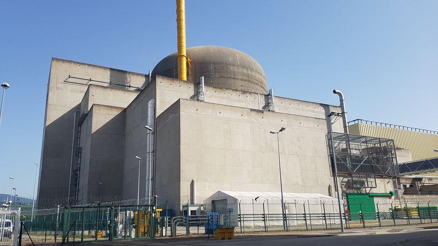 L'un des réacteurs de la centrale nucléaire de Saint-Alban. Pour fonctionner, le réacteur a besoin d'électricité, d'eau et d'air, et peut être réalimenté dans les trois cas par les agents de la FARN