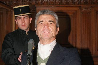 Photo prise le 06 novembre 1995 devant la Cour d'assises de Paris, de Christian Didier, l'assassin de l'ancien chef de la Police René Bousquet, à l'ouverture de son procès