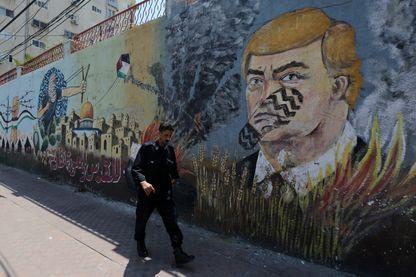 Fresque murale à Gaza à l'effigie de Donald Trump, cible de toutes les attaques depuis sa décision de transférer l'ambassade américaine de Tel Aviv à Jérusalem l'an dernier.