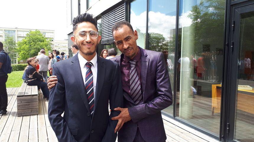 De gauche à droite, Rami et Abdulaye, deux des diplômés de cette promotion 2019.