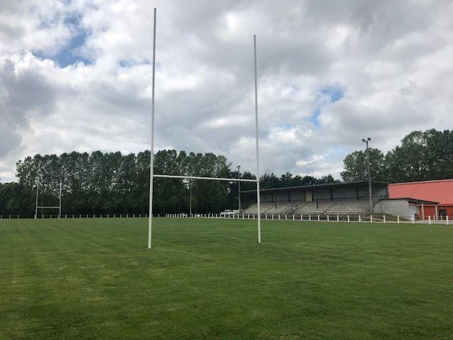 Avec le complexe sportif de Mézières, le Stade Foyen dispose de trois terrains.