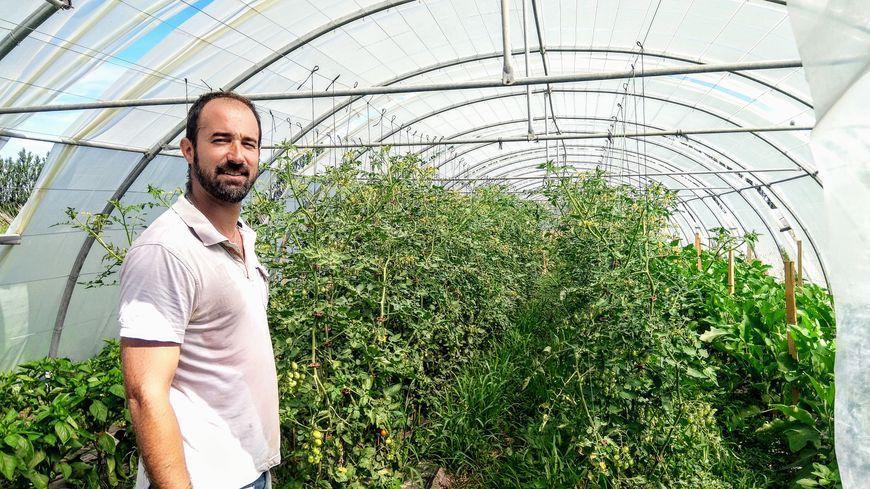 Sébastien Garcia qui offre son surplus de légumes à des associations du Vaucluse