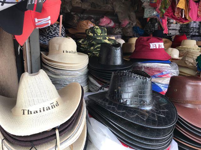 Au marché de gros de Rong Kluea.