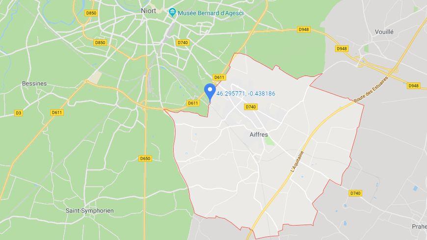 L'accident a eu lieu rue de la Bellivaudrie, à la frontière de la commune d'Aiffres.