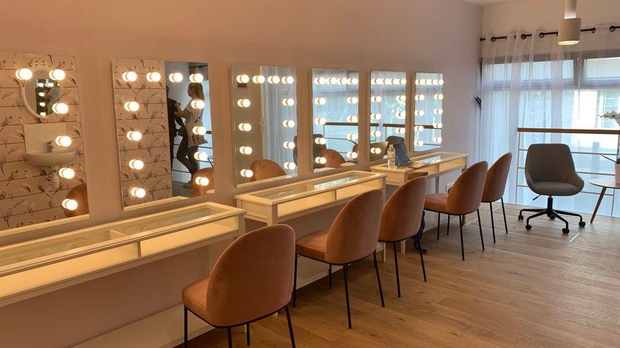 La salle de maquillage de la Maison Rose parisienne pour accueillir les femmes atteintes de cancer