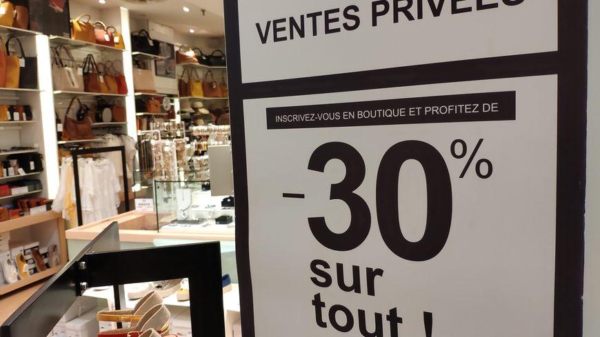 Les ventes privées (ou journées privilèges) offrent jusqu'à 50% de réduction aux clients porteurs d'une carte de fidélité... ou qui acceptent d'en créer une.