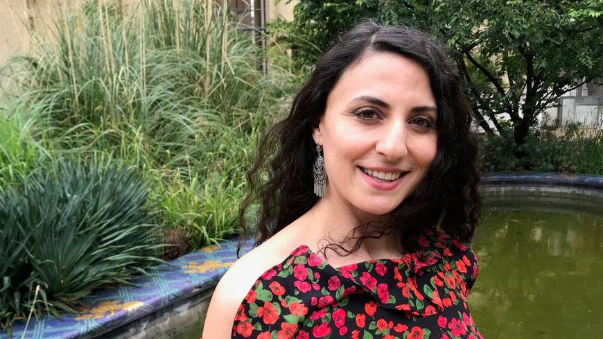 La danseuse orientale Rym Charabeh dans le jardin intérieur du Petit Palais