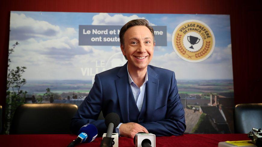 """Stéphane Bern lors de l'enregistrement de l'émission """"Le village préféré des Français""""."""
