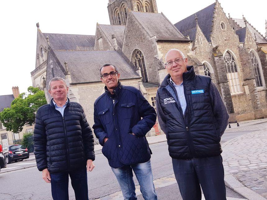 L'arrivée des Boucles dimanche devant la cathédrale de Laval.