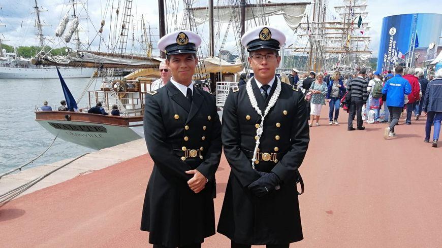 Les marins mexicains font partie des chouchous du public rouennais pendant l'Armada.