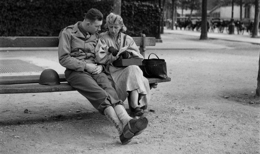"""""""La France est remplie de femmes convenables et sérieuses"""" explique le guide remis aux soldats américains du Débarquement."""