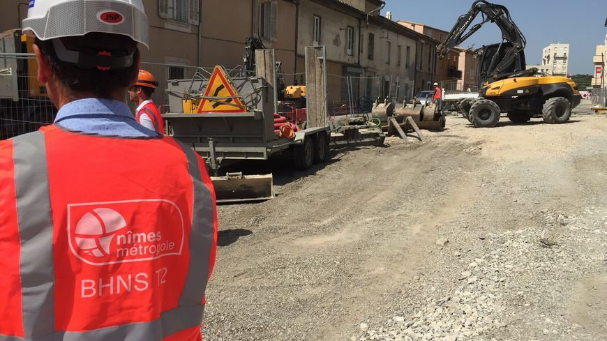 """""""Pas de retard"""" dans la construction de la ligne T2 de tram-bus assure la métropole de Nîmes"""
