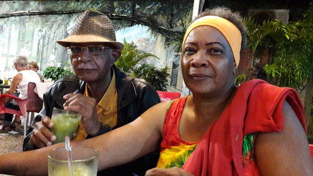 Élie et Nora Stephenson militent depuis près de 20 ans contre les mines en Guyane. Ils organisent une fête samedi place des palmistes pour l'enterrement de la Montagne d'Or.