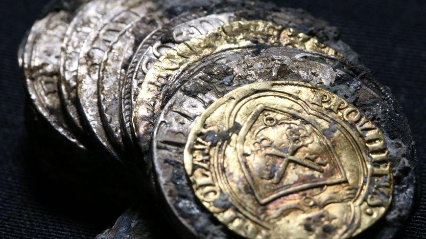 Une trentaine de pièces d'or et d'argent étaient cachées sous terre à Dijon
