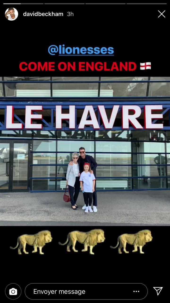 David Beckham, ici en photo avec sa mère et sa fille, est arrivé en avion au Havre