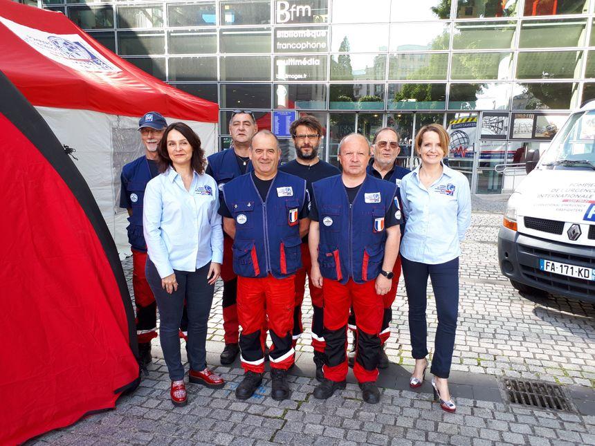 Une partie de l'équipe des Pompiers de l'Urgence Internationale