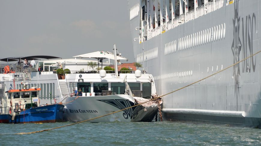 Le paquebot a fortement abîmé un bateau à l'amarrage dans le port de Venise.