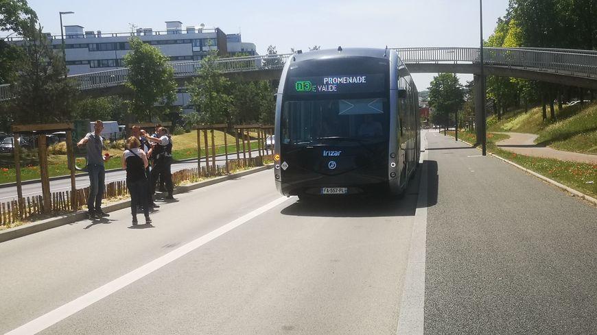 L'accident s'est déroulé sur cette voie de bus de l'avenue du Général-de-Gaulle.