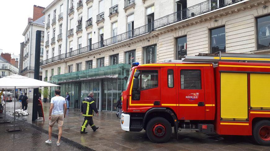 Intervention des pompiers ce lundi matin place Royale à Nantes