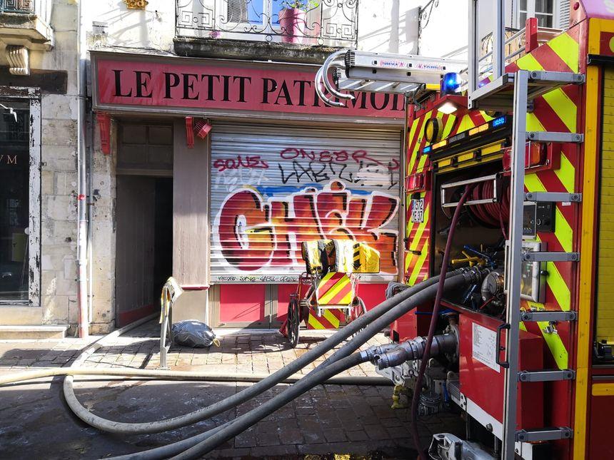 Un incendie s'est déclaré ce samedi dans un appartement rue de la moquerie à Tours. Les flammes se sont propagées à un second appartement rue Colbert.