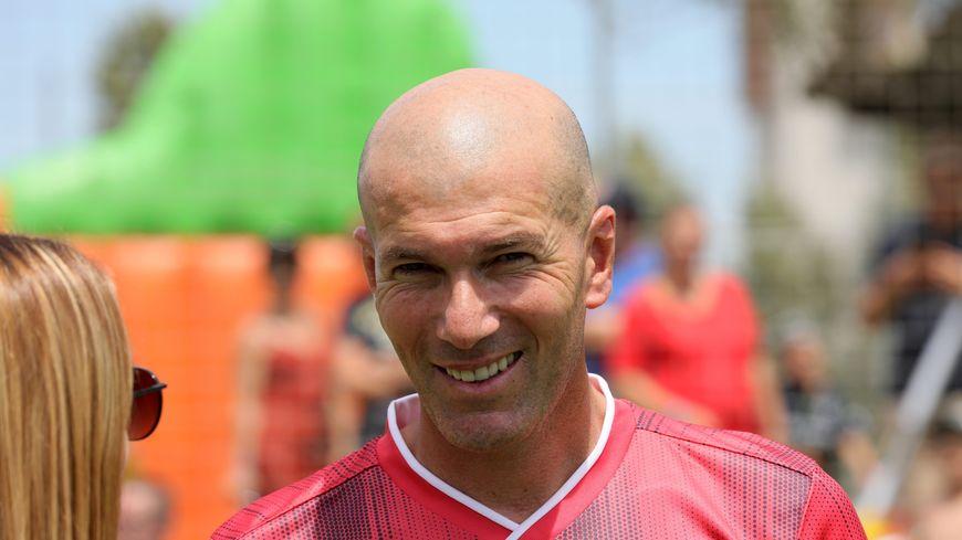 Zinedine Zidane sur le terrain du Z5
