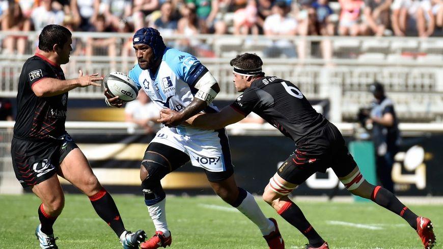 Les Lyonnais (en noir) se sont imposés sur Montpellier en barrages du Top 14.