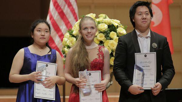 Jiwon Yang (3e) Eva Gevorgyan (2e) Shuan Hern Lee (1er)