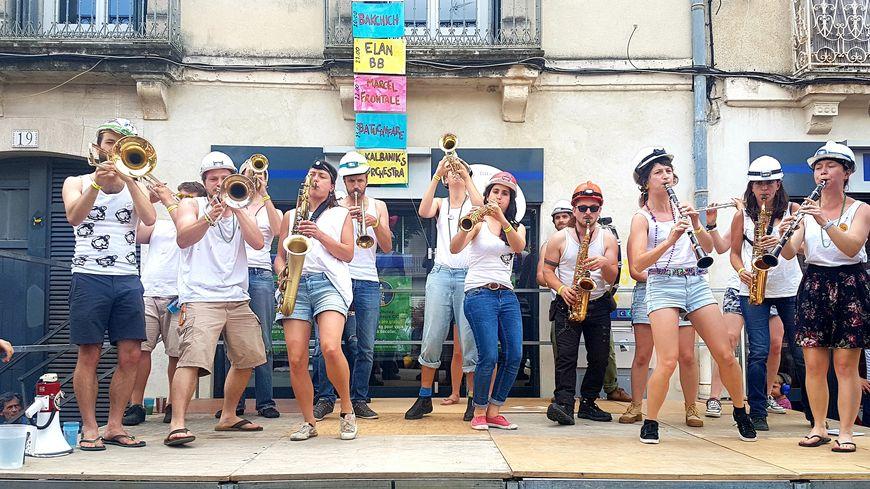 18 fanfares se sont succédé dans le quartier des Beaux-Arts à Montpellier