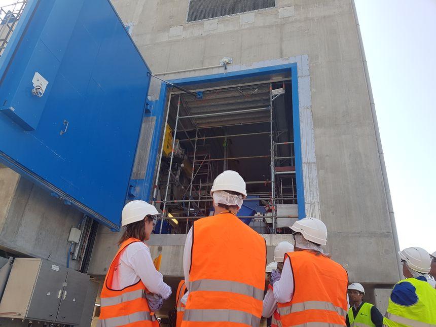 Depuis Fukushima, les centrales nucléaires doivent aussi disposer de moteurs diesel d'ultime secours pour chaque réacteur. Celui-ci à Saint-Alban sera opérationnel en 2020.