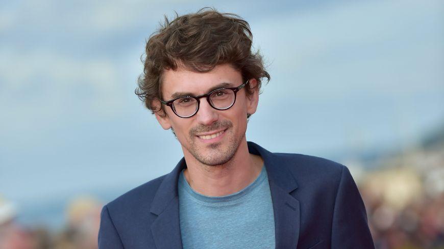 """Hugo Gélin a reçu le Swann d'Or du meilleur film pour """"Mon inconnue"""", une comédie romantique"""