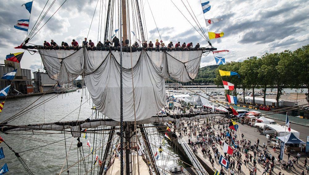 ECOUTEZ : Les Rouennais disent au revoir à l'Hermione, après 10 jours d'Armada