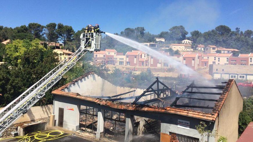 L'entrepôt a été entièrement détruit