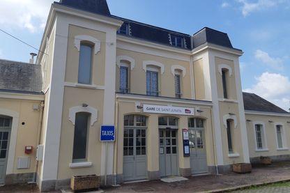 La gare de Saint-Junien, en Haute -Vienne. C'est là que la ligne de trains Limoges-Angoulême s'arrête.