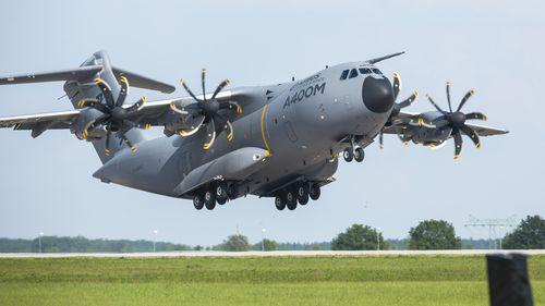 L'A400M impressionnant à l'atterrissage.