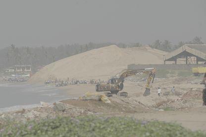 Extraction de sable à Manavalakurichi, Tamil Nadu (Inde)