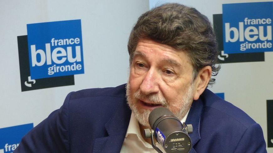 Alain Anziani dans le studio de France Bleu Gironde.