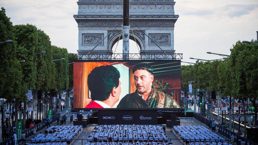 Projection en plein air à Paris, à l'occasion de la Fête du cinéma.