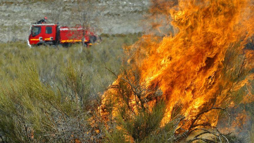 L'écobuage est un nettoyage de la végétation par le feu