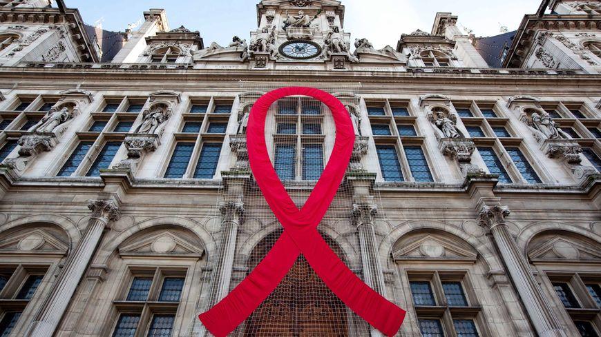 JOURNEE MONDIALE CONTRE LE SIDA A L'HOTEL DE VILLE DE PARIS