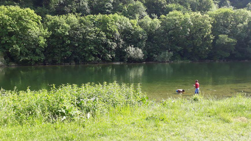Il est interdit de se baigner dans le Doubs à Besançon, par arrêté municipal