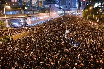 Des manifestants à Hong-Kong dimanche 16 juin