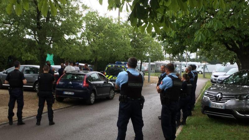 Une centaine de caravanes se sont installées illégalement sur le stade de Vauvert ce samedi