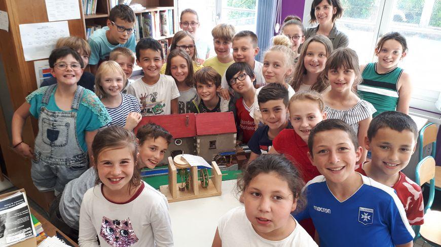 Les enfants de Saints en Puisaye remportent le grand prix du concours 1,2,3 patrimoine organisé par la fondation du patrimoine. Ils ont gagné grâce à leur travail sur le moulin de Vanneau