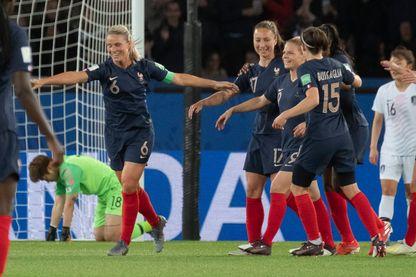 La joie de d'Amandine Henry lors du premier match France - Corée le 7 juin 2019
