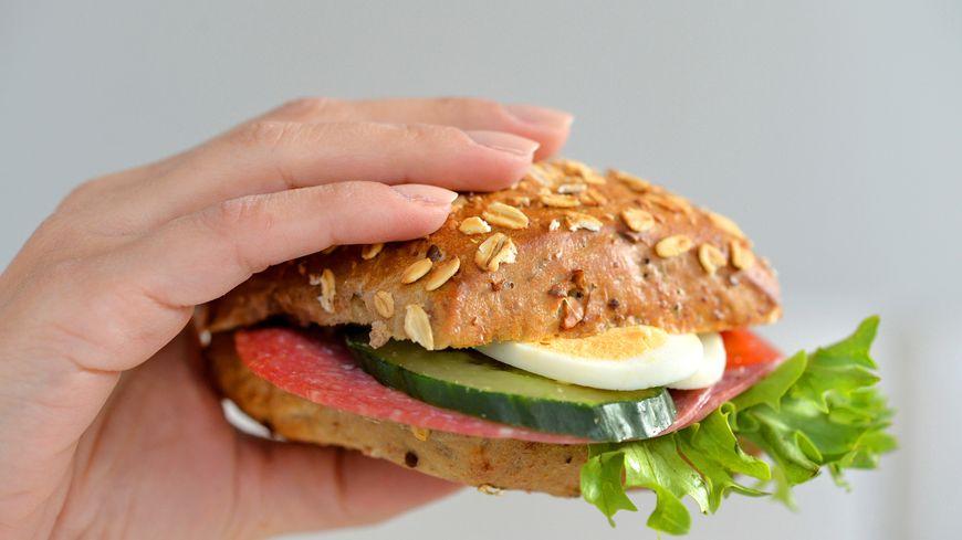Les enfants sont tombés malades après avoir mangé un sandwich (photo d'illustration)