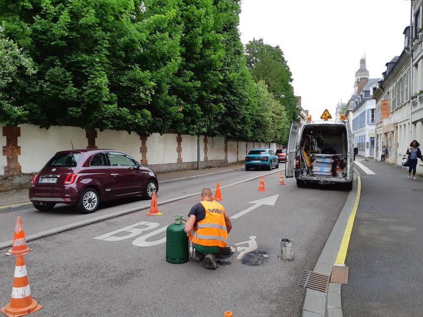 Marquage au sol en cours de réfection rue de Verdun à Évreux