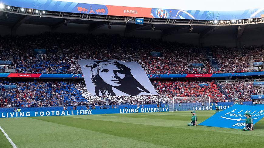 France - Etats-Unis : 40.000 spectateurs dans le stade, près de 12 millions de téléspectateurs en France.
