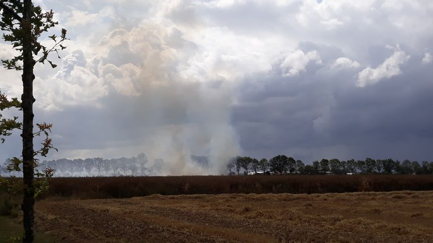 Un incendie visible à plusieurs kilomètres à la ronde