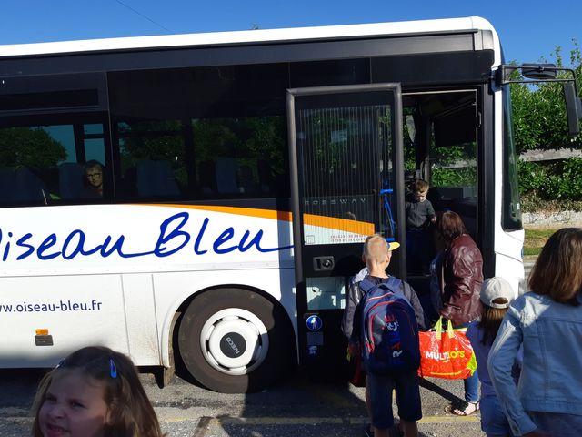 Les enfant de l'école élémentaire prennent déjà le bus pour rejoindre la commune d'Oisemont, à plus de 10 minutes de route