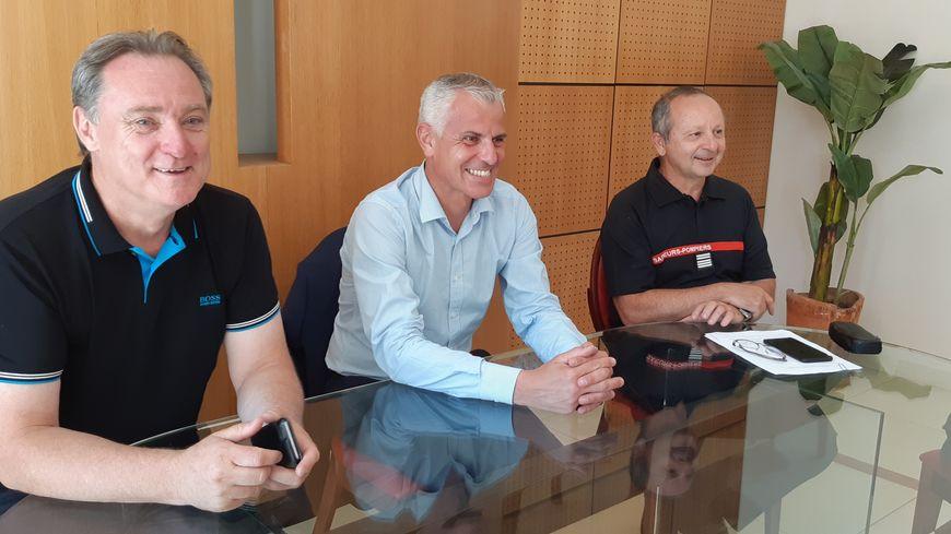 Grégory Allione (au centre), président de la Fédération Nationale des Sapeurs Pompiers de France, est venu voir ses collègues de Haute-Corse.